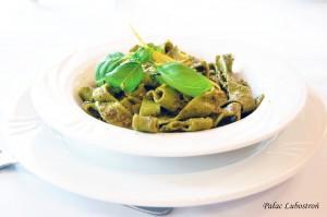 Pappardelle algio-olio - makaron z czosnkiem,  bazylią i pietruszką